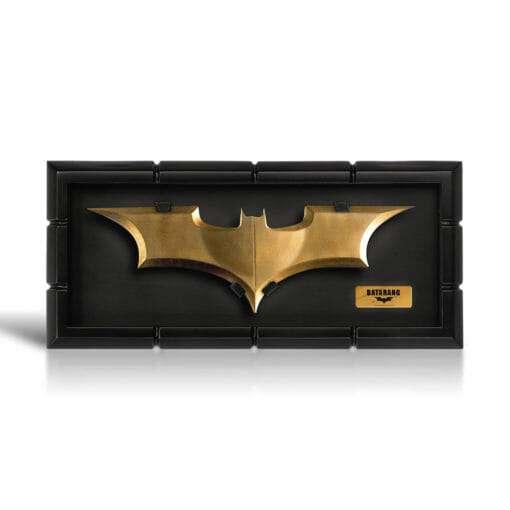 Batrang Noble Collection 510x510 - Batrang com expositor Batman Réplica Oficial
