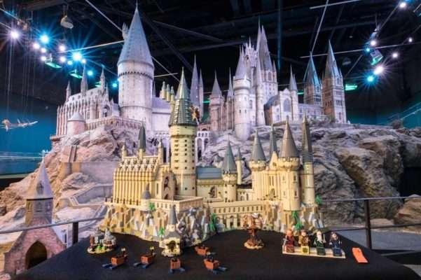 Castelo de Hogwarts 601x400 - Lego lança Castelo de Hogwarts Harry Potter com mais de 6 mil peças.