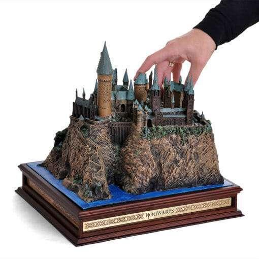 Castelo de Hogwarts Oficial versao Diorama Replica Oficial Noble Collection 510x510 - Castelo de Hogwarts Oficial versão Diorama