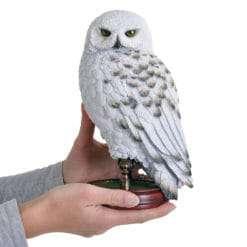 Coruja Edwiges estatua Noble Collection2 247x247 - Conheça a Lochaven, empresa responsável pelo figurino oficial dos alunos de Hogwarts.