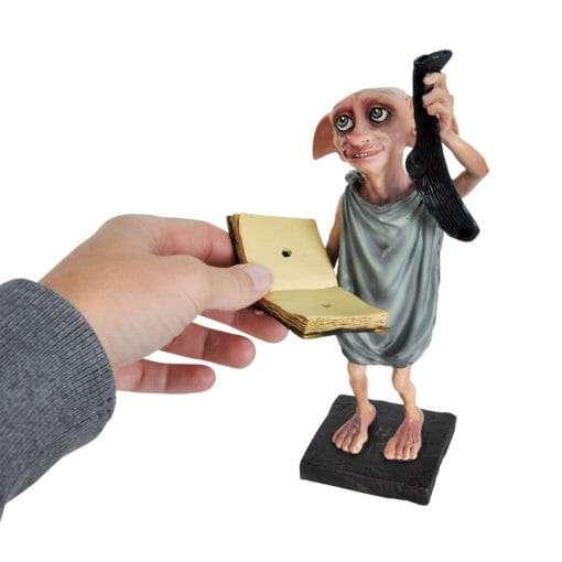 Dobby Estatua Segurando Diario e Meia Replica Oficial2 510x510 - Dobby Estátua Segurando Diário e Meia Réplica Oficial