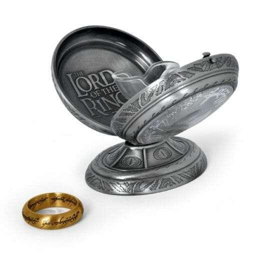 E1023334 6 510x510 - Anel de Sauron Dourado Senhor dos Anéis com expositor Réplica Oficial