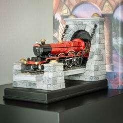 Hogwarts Express Conjunto apoio para Livros produto Oficial Noble Collection NN7362 2 247x247 - Expresso de Hogwarts Apoio para Livros