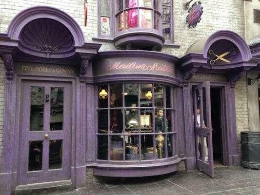 Loja da Madame Makin Beco Diagonal 533x400 - Gravata Lufa-Lufa Oficial Harry Potter