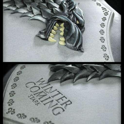PLACA BRASAO STARK GAME OF THRONES OFICIAL HBO NOBLE COLLECTION2 510x510 - Brasão 3D casa Stark Game of Thrones Oficial