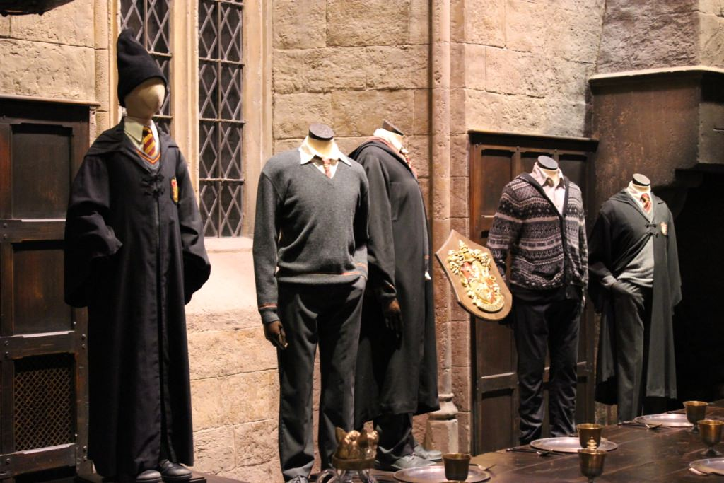 harrypotterstudiotour2Cthegreathall - Conheça a Lochaven, empresa responsável pelo figurino oficial dos alunos de Hogwarts.