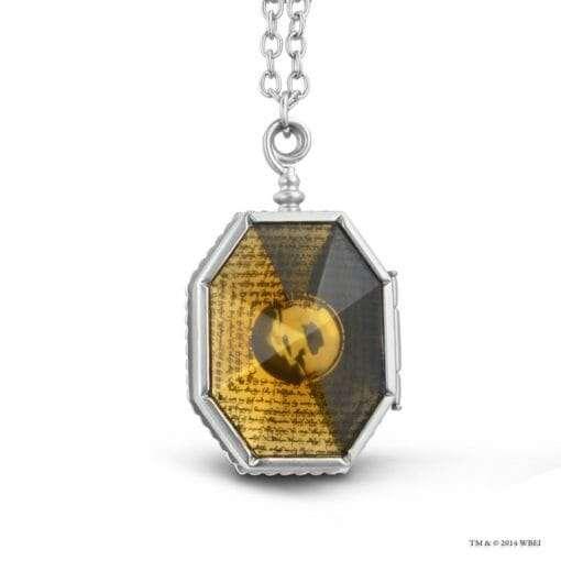 medalhao de sonserina oficial noble collection3 510x510 - Medalhão de Sonserina Oficial com Expositor